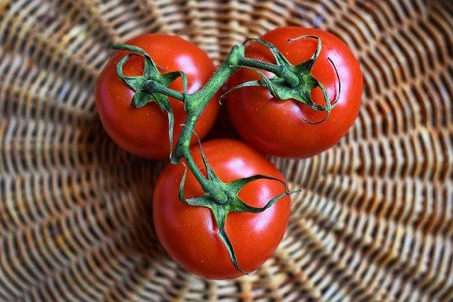 Zastosowania kosmetyczne, które możesz nadać pomidorowi